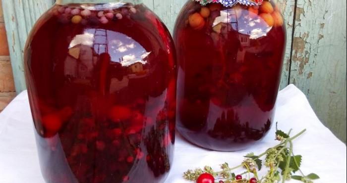 напиток с ягодным ассорти на зиму