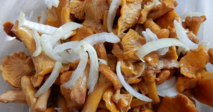 грибы лисички с луком