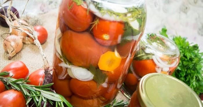 Латышские помидоры в желе с морковью