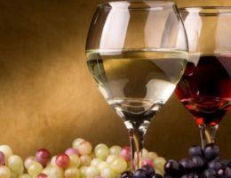 вино из белого и черного винограда