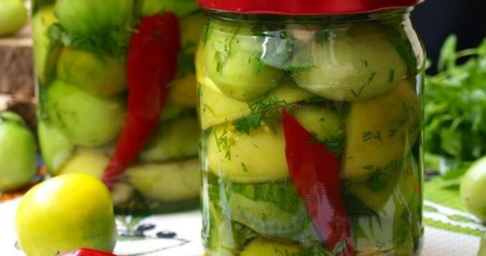зеленые томаты с красным перцем