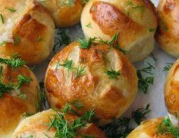ароматные булочки с зеленью