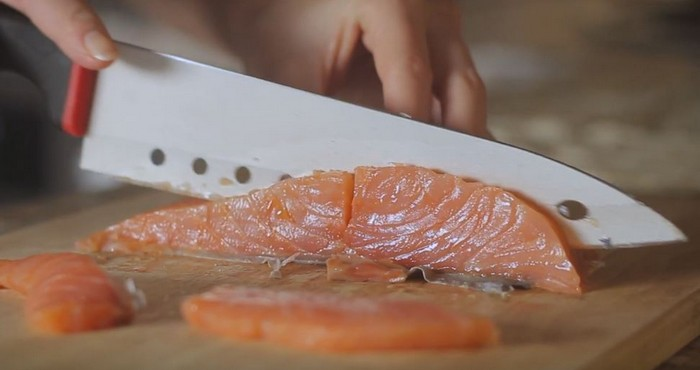 нарезка рыбы слайсами