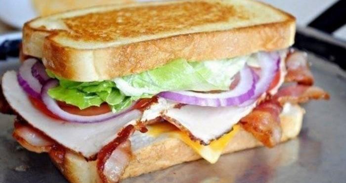 ресторанный бутерброд