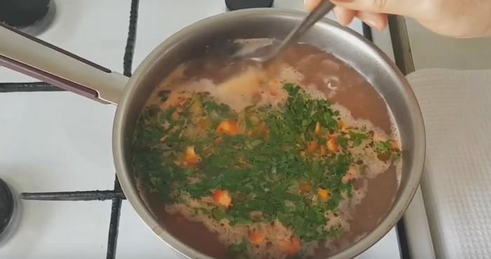добавим фасоль и зелень