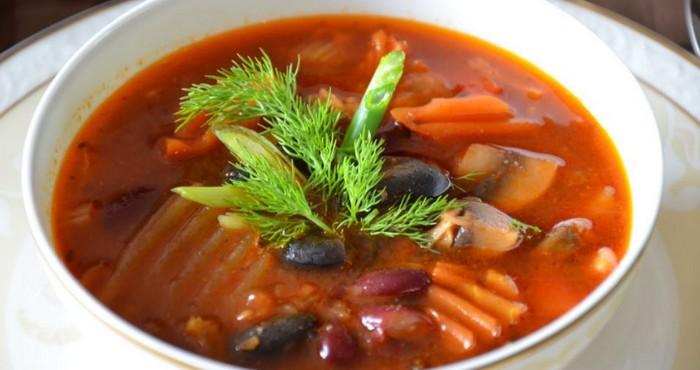 суп из консервированной фасоли и грибов