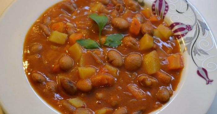 сытный суп из консервированной фасоли с овощами
