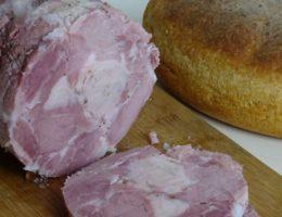 свиная ветчина с хлебом