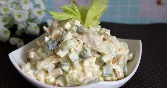 вкусный салат с добавлением огурца