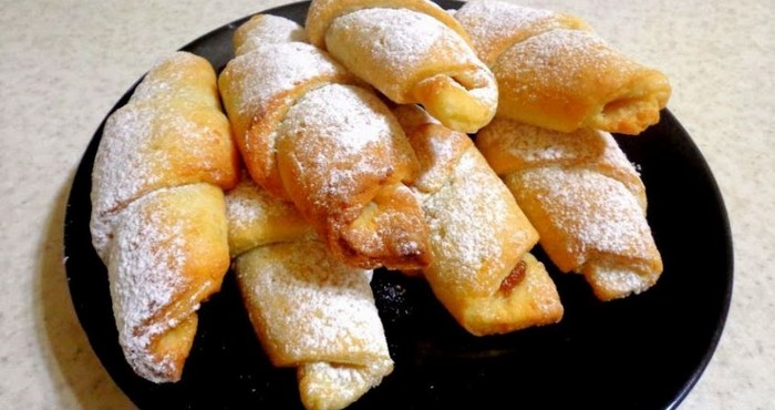 творожные рогалики с сахарной пудрой
