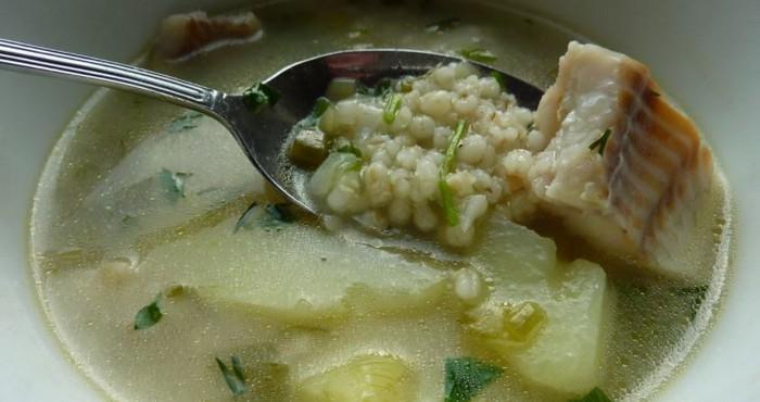 соленый рыбный суп с перловой крупой