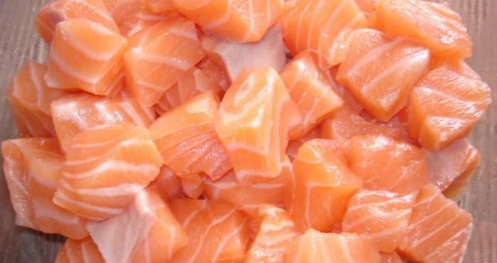 нарезка копченого лосося