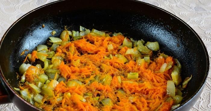 обжарка моркови и лука