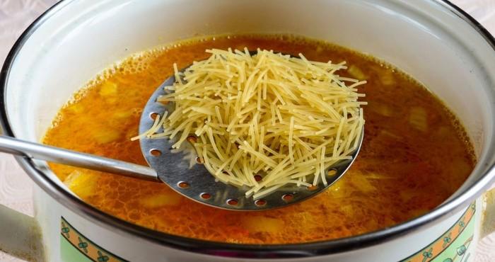 добавляем в суп вермишель