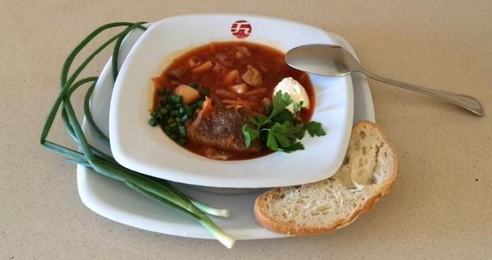 ароматное первое блюдо с грибами и зеленым луком