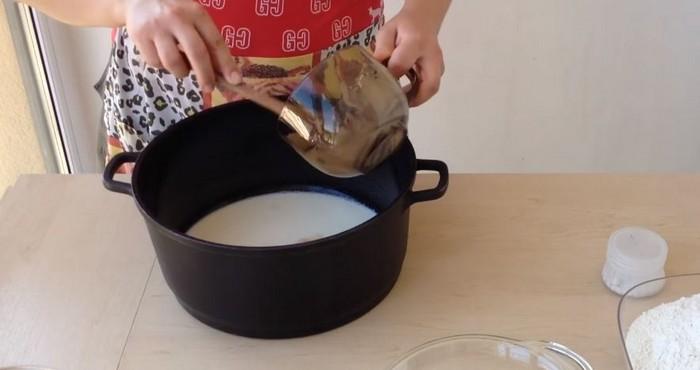 добавка дрожжей в молоко