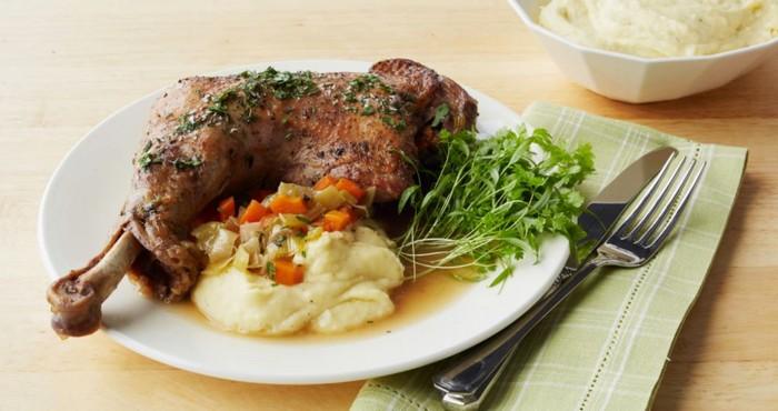 мясное блюдо с гарниром и овощами