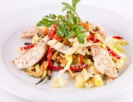 простой салат из куриной грудки
