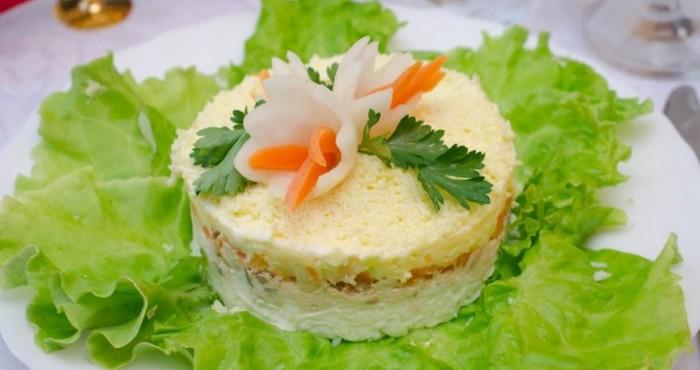 рисовый салат «Мимоза» с сайрой