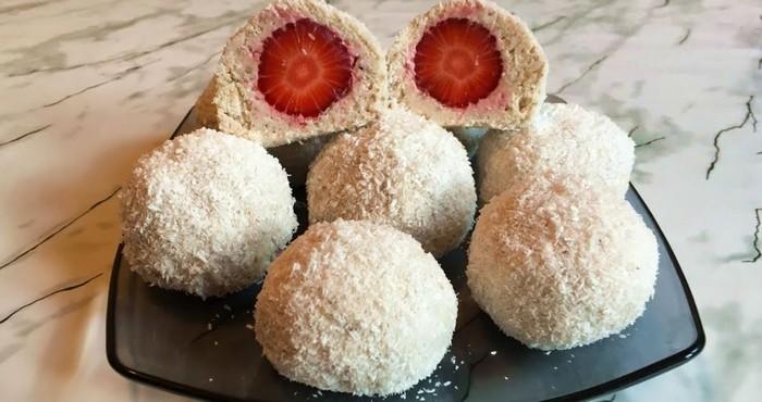 необычные кокосовые конфеты с ягодами