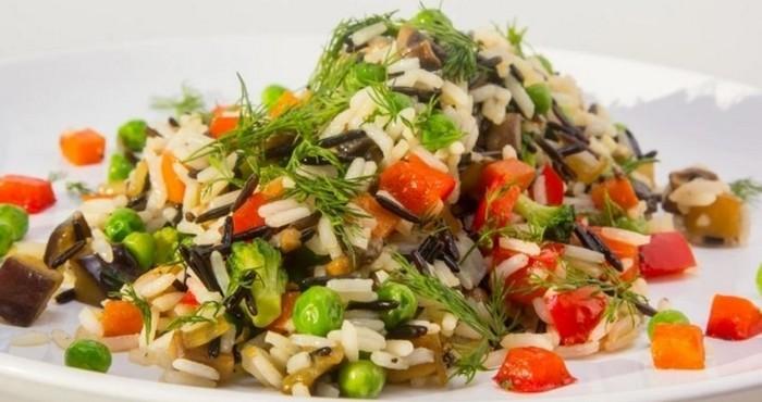 овощное блюдо с зеленью и специями