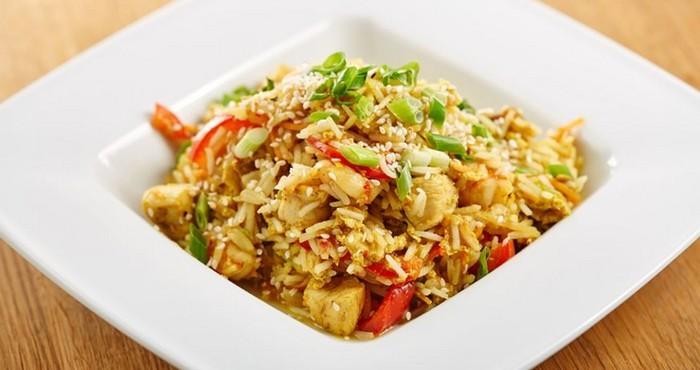 питательный и сытный рис с овощами