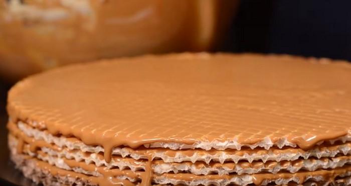 сладкий торт с кремом из сгущенки