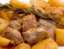 сытное блюдо с мясом и картофелем