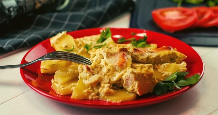 сытный ужин с картофелем и мясом
