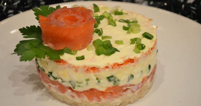 праздничный салат с красной рыбой