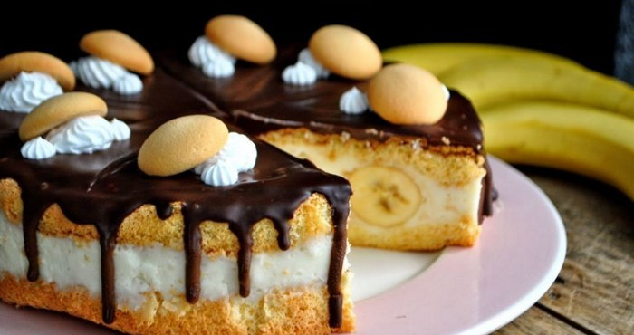 яркий торт с тропическими фруктами