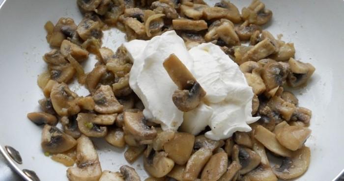 обжарка грибов со сметаной и специи