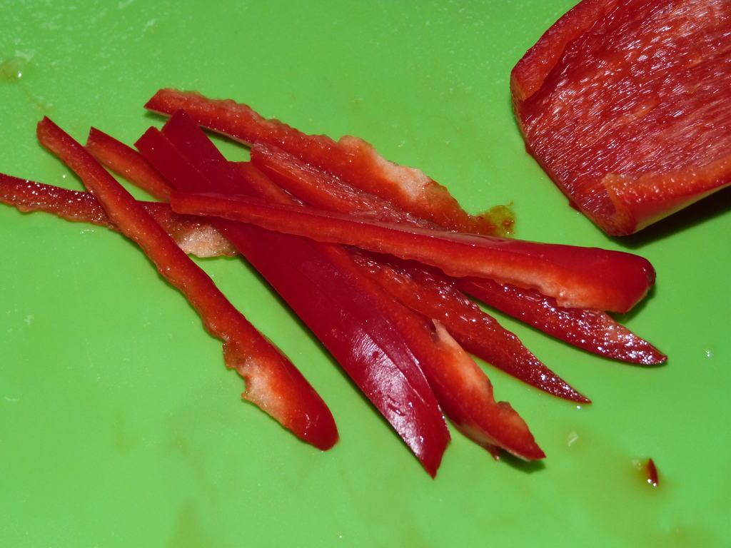 Салат из фунчозы, огурцов и болгарского перца с морковью